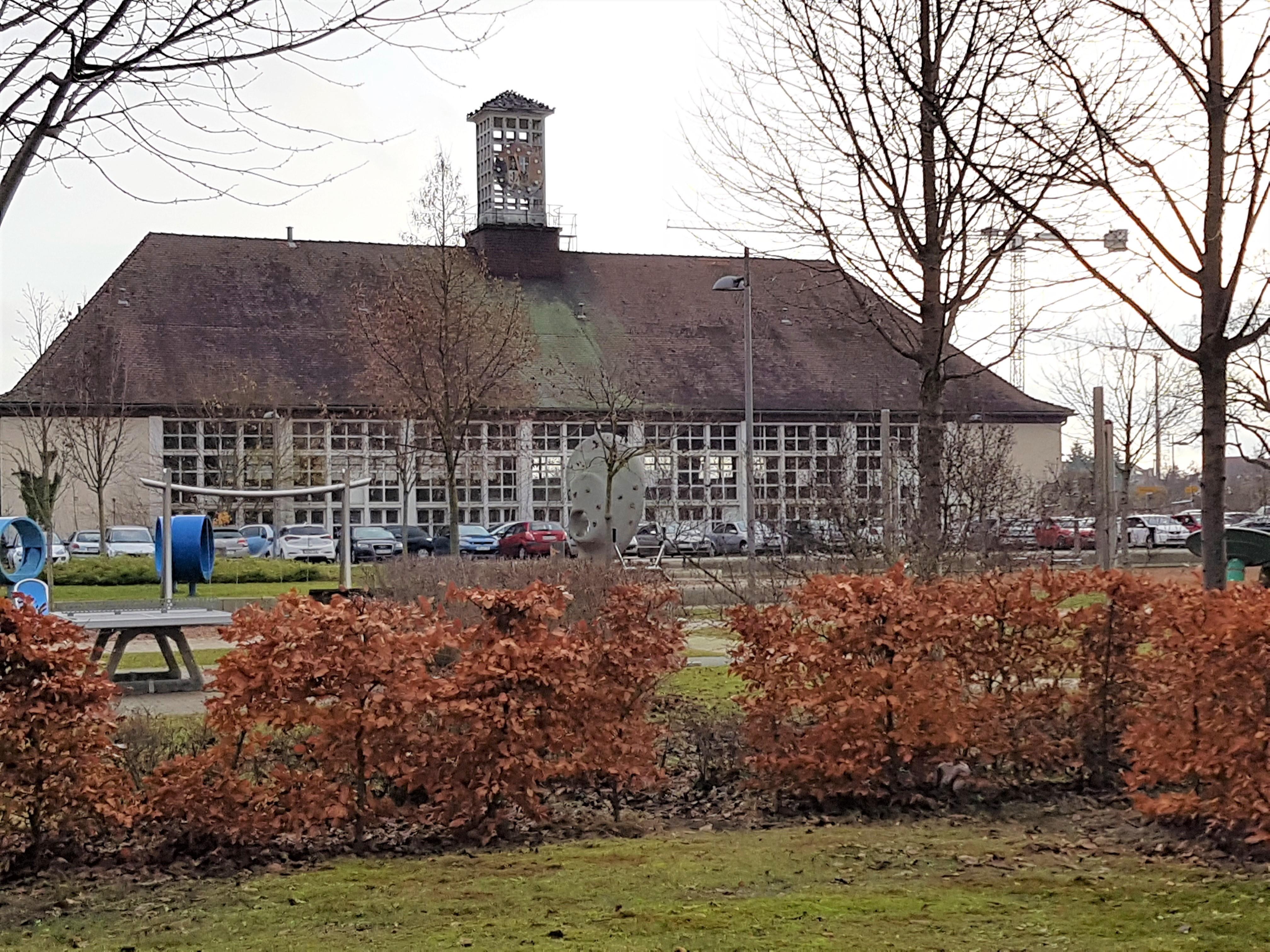 """Pressemitteilung: """"Wohnen am Park"""" im Normand-Gelände ist eher ein """"Wohnen am Parkplatz"""""""