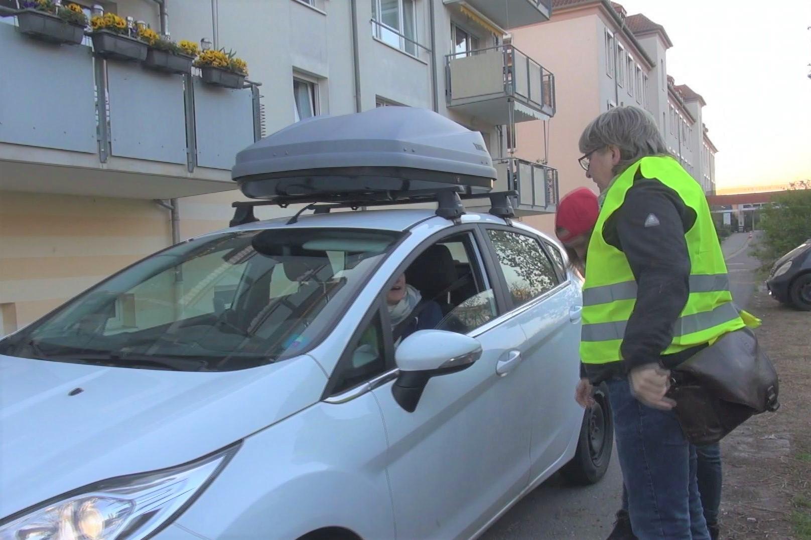 GRÜNE Aktion auf dem Normand-Gelände: Autofahrer*innen  durchaus selbstkritisch